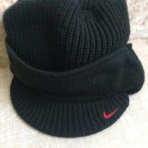 ☁️ Nike Knit Hat w/ Brim UNLV Black & Red